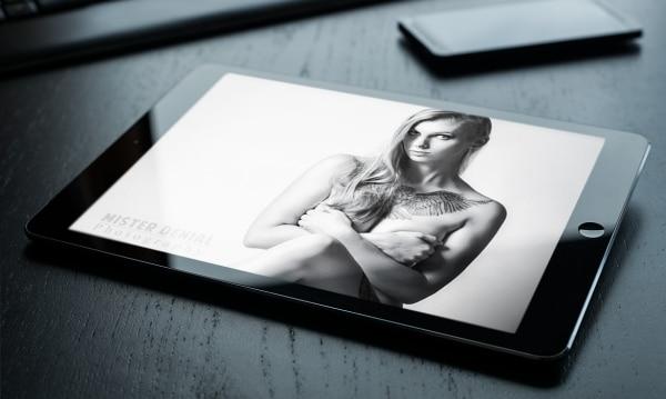 Photo montrant une tablette iPad, pour illustrer la conception de site Internet pour le photographe Luxembourgeois Mister Denial.